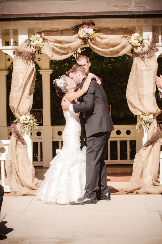 Top 20 Rustic Burlap Wedding Arches & Backdrop Ideas
