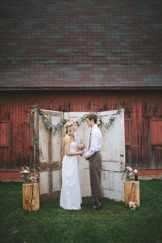 Top 20 Vintage Old Door Wedding Backdrops Roses Amp Rings