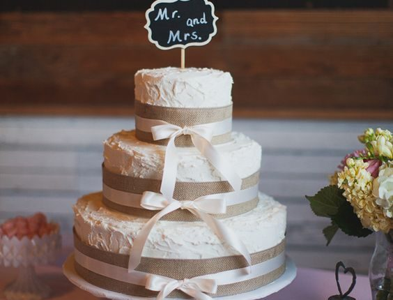rustic country lace and burlap wedding cake