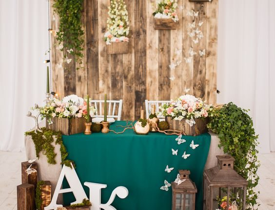 rustic moss and wooden pallet head sweetheart table decor