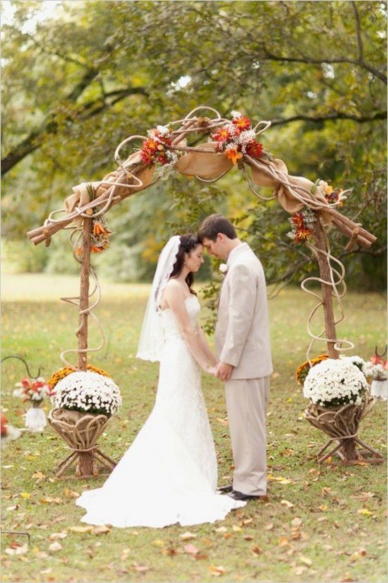 Top 20 Rustic Burlap Wedding Arches & Backdrop Ideas Roses & Rings