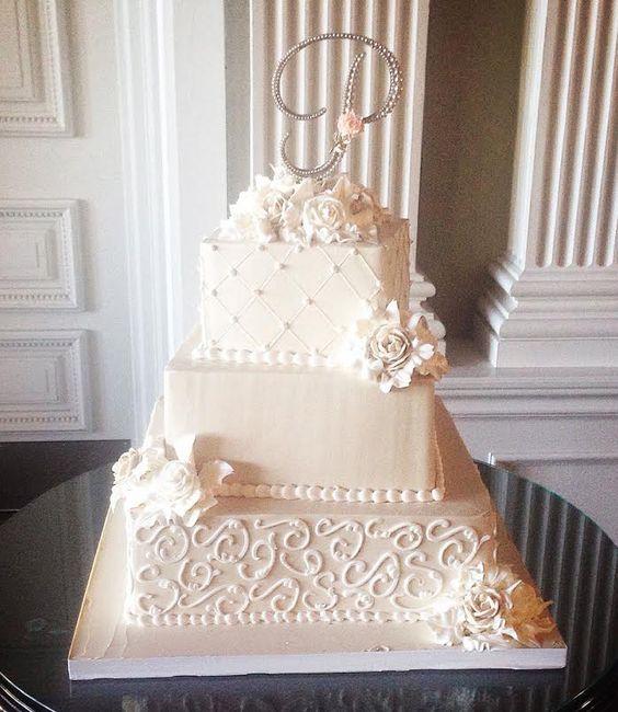 29 Wedding Cakes With Vintage Vibes: 20 Elegant Vintage Buttercream Wedding Cakes