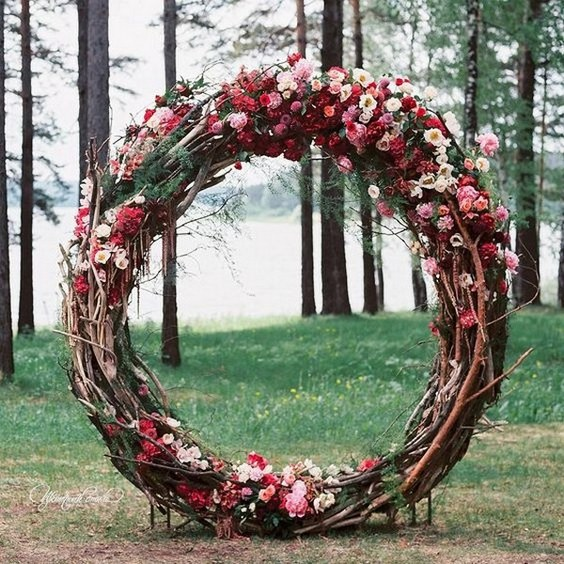 Wedding Backdrop Ideas: Top 20 Wreath & Circle Wedding Arches & Backdrops