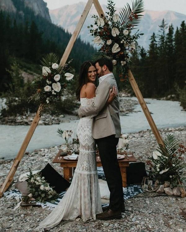 Hot Wedding Trend: Boho Chic Triangle Wedding Arches