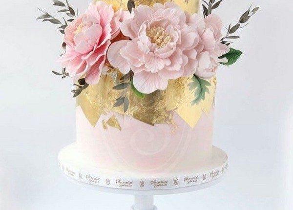 pink and gold metallic wedding cake