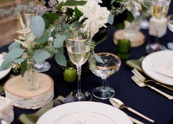 chic navy blue and greenery wedding centerpiece ideas