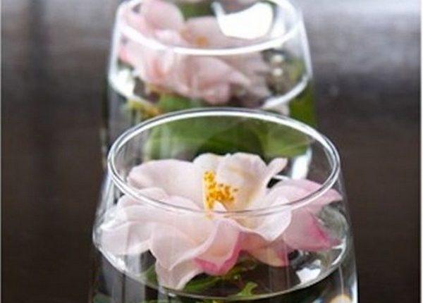 simple floating flowers wedding centerpiece