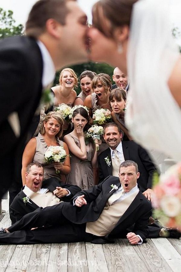20 Funny Wedding Photo Ideas With Your Bridesmaids And Groomsmen Roses Rings