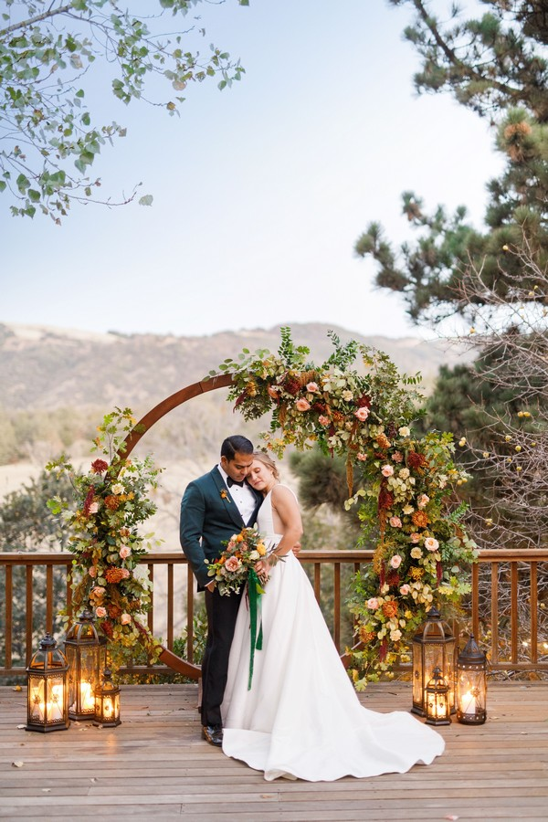 20 Outdoor Fall Wedding Arches for 2020 | Roses & Rings