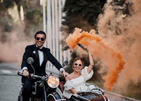 Colorful Smoke Bomb Wedding Photo Ideas 1