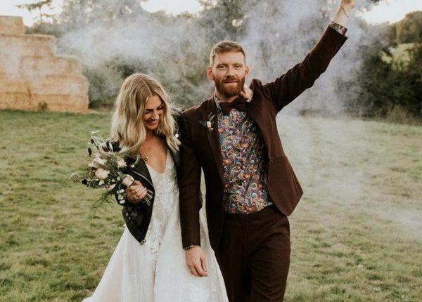 Colorful Smoke Bomb Wedding Photo Ideas 16