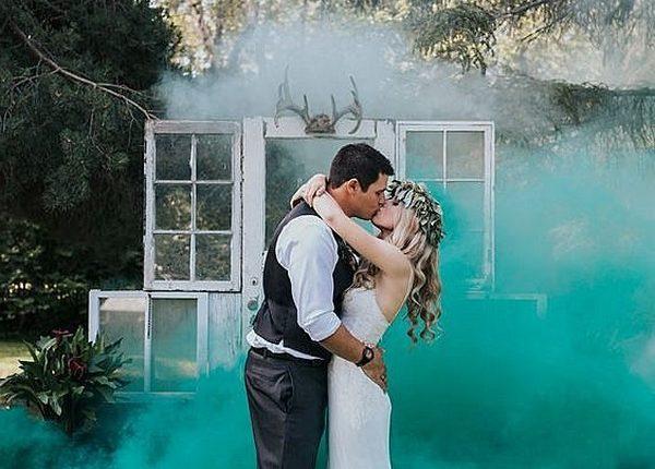 Colorful Smoke Bomb Wedding Photo Ideas 19
