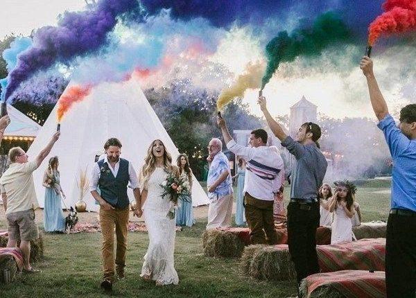 Colorful Smoke Bomb Wedding Photo Ideas 3