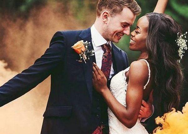 Colorful Smoke Bomb Wedding Photo Ideas 4