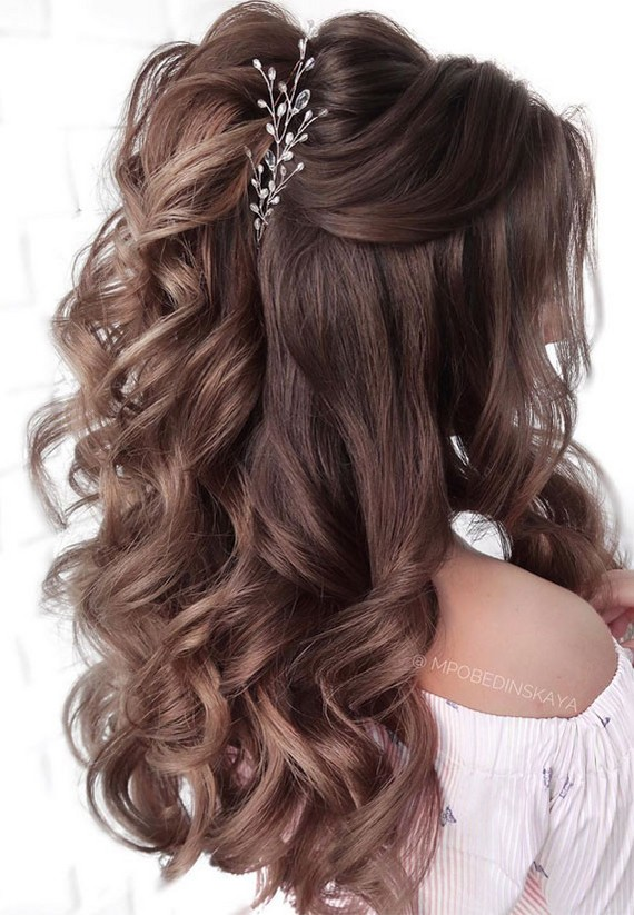 Half up half down wedding hairstyles #wedding #hairstyles #hair #weddinghair #weddingideas