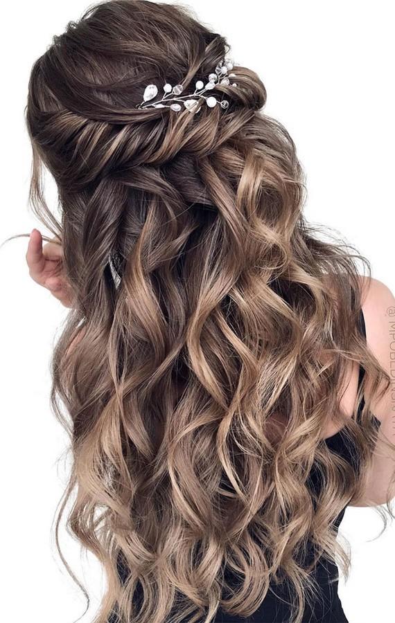 Half up half down wedding hairstyles #wedding #hairstyles #hair #weddinghair #weddingideas