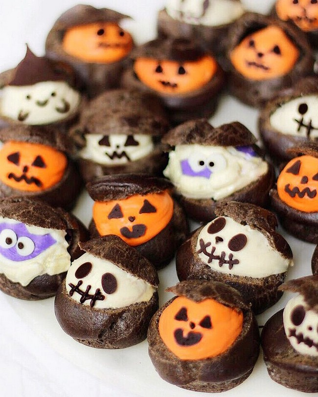 Halloween mini cream puffs