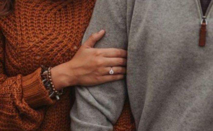 Engagement Ring Shot Engagement Photo Ideas13