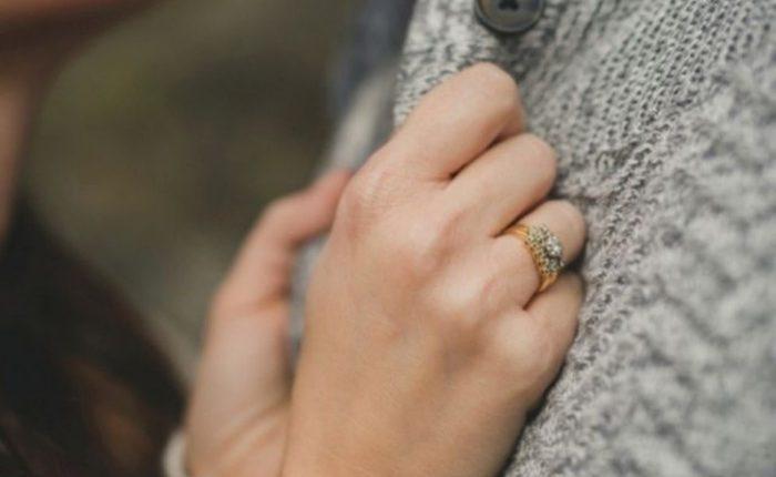 Engagement Ring Shot Engagement Photo Ideas14