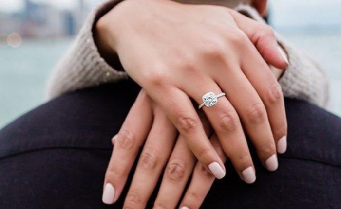 Engagement Ring Shot Engagement Photo Ideas6