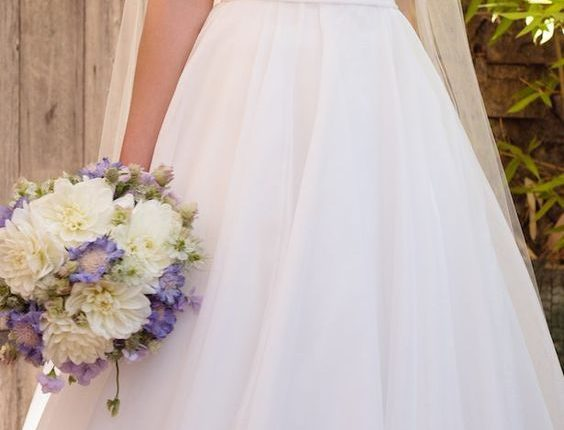 Essense of Australia Spring 2017 wedding dress
