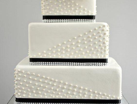 black and white vinatge square weding cake