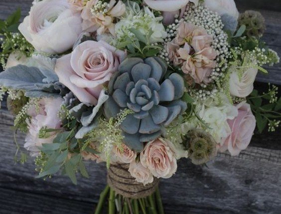 bouquet featuring succulents, dusty pink roses and peonies