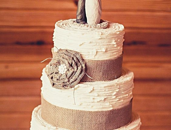 burlap ruffle flower with pearl center on textured buttercream cake