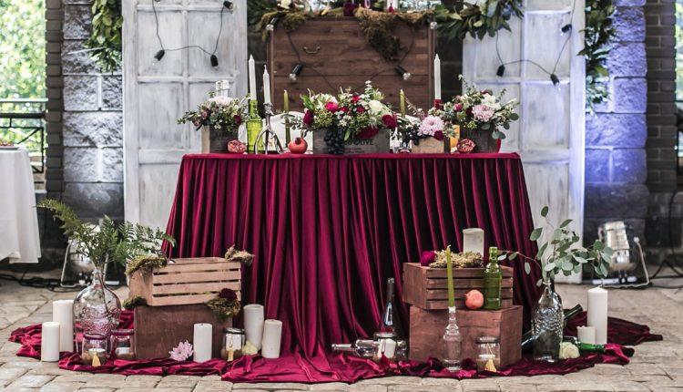 fall rustic country burgundy wedding sweetheart table
