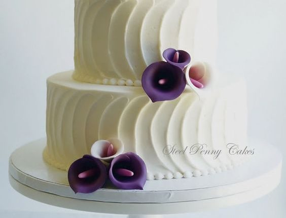plum calla lilies wedding cake