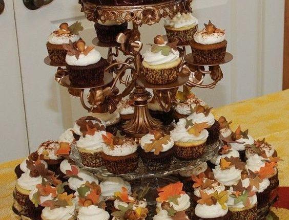 rustic fall wedding cupcake