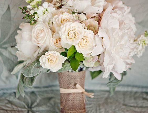rustic white wedding flowers bouquet