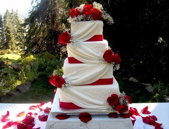 vinatge ivory and red square wedding cake