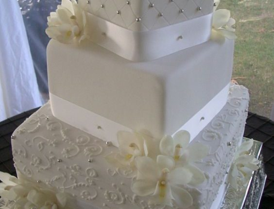 vintage classic square wedding cake
