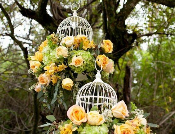 yellow roses and white birdcages hanging wedding decor