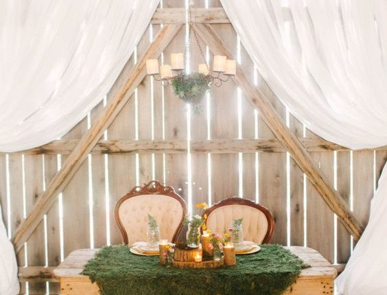 Moss table cloth, sweetheart table