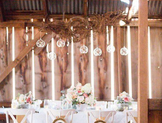 Shabby Chic Barn Sweetheart Table Decor Idea