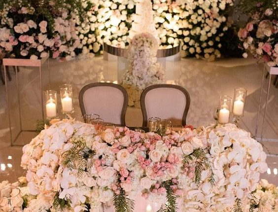 luxury ivory roses and candle wedding sweetheart table