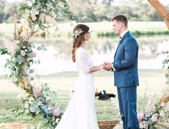 Circle wedding ceremony arch