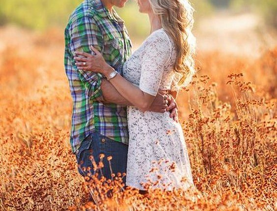 Fall engagement photo poses and photos 18