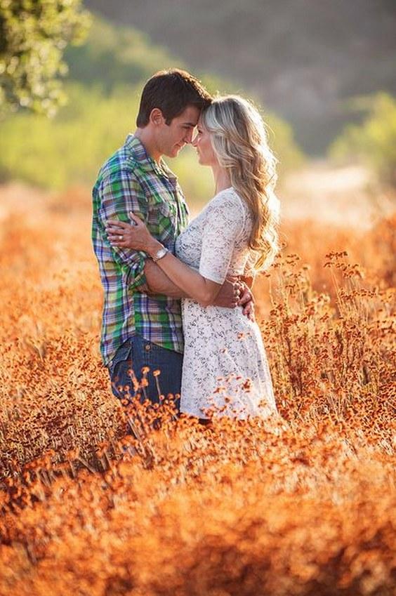 20 Super Captivating Fall Engagement Photo Ideas | Roses ...