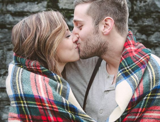 Fall engagement photo poses and photos 19