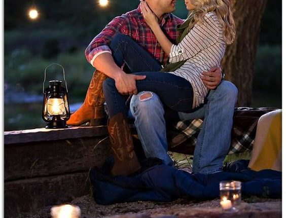 Fall engagement photo poses and photos 20