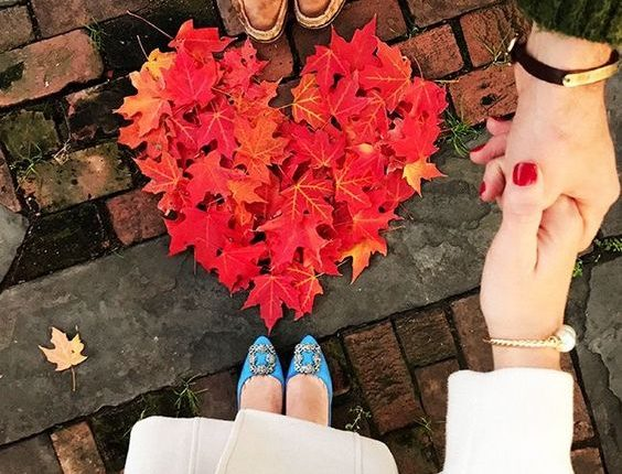 Fall engagement photo poses and photos 5