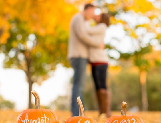 Fall engagement photo poses and photos 7