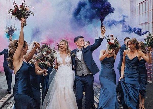 Colorful Smoke Bomb Wedding Photo Ideas 12