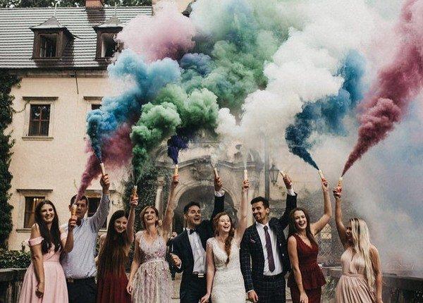 Colorful Smoke Bomb Wedding Photo Ideas 17