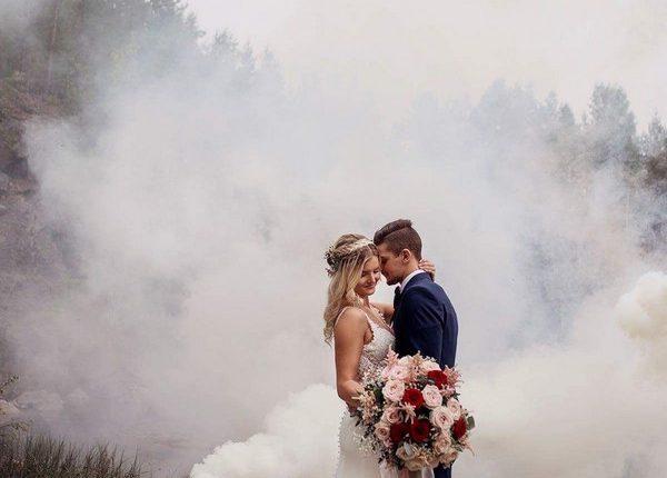 Colorful Smoke Bomb Wedding Photo Ideas 21