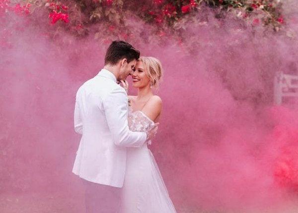 Colorful Smoke Bomb Wedding Photo Ideas 22