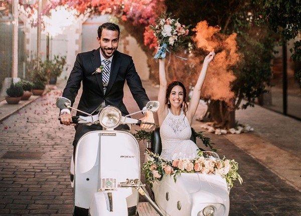 Colorful Smoke Bomb Wedding Photo Ideas 6